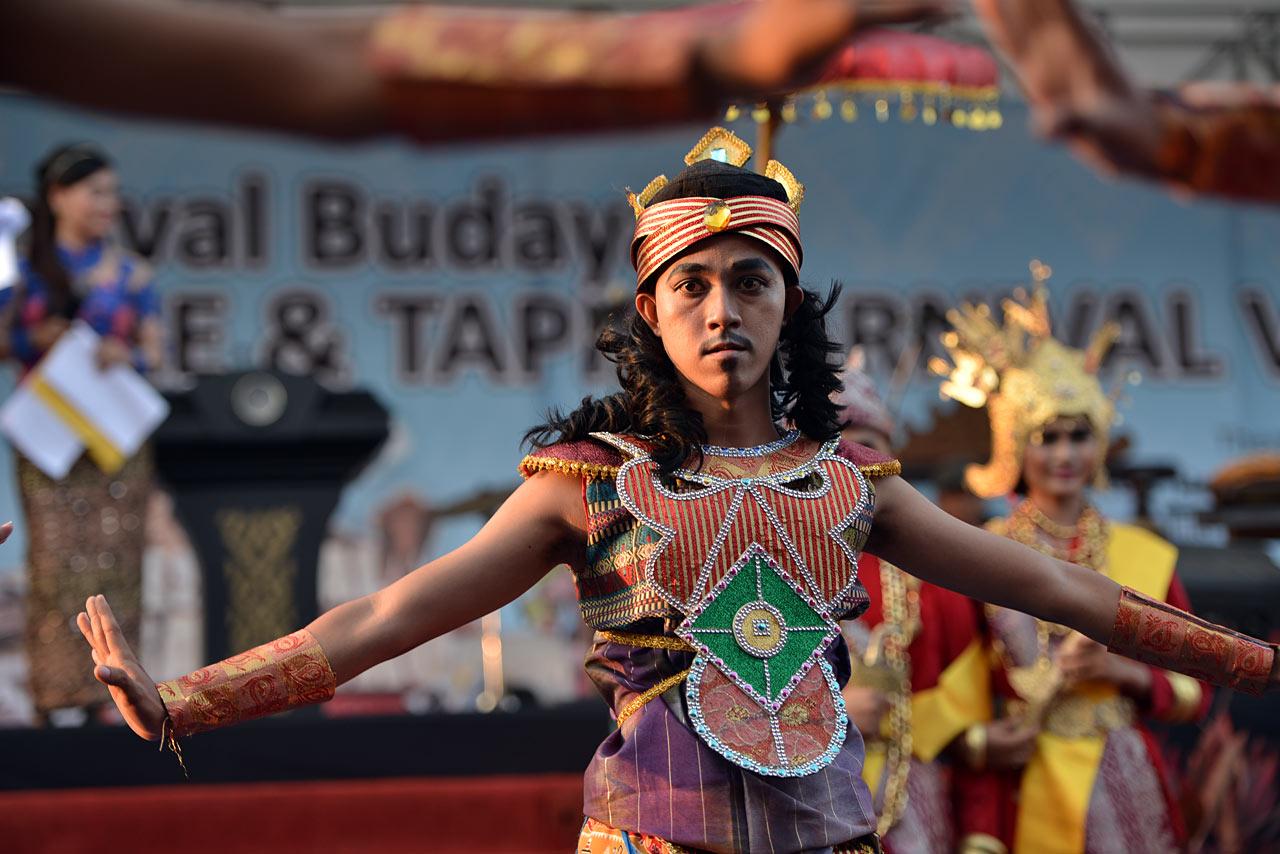 Bandar Lampung - Pawai Budaya Festival Krakatau 2015