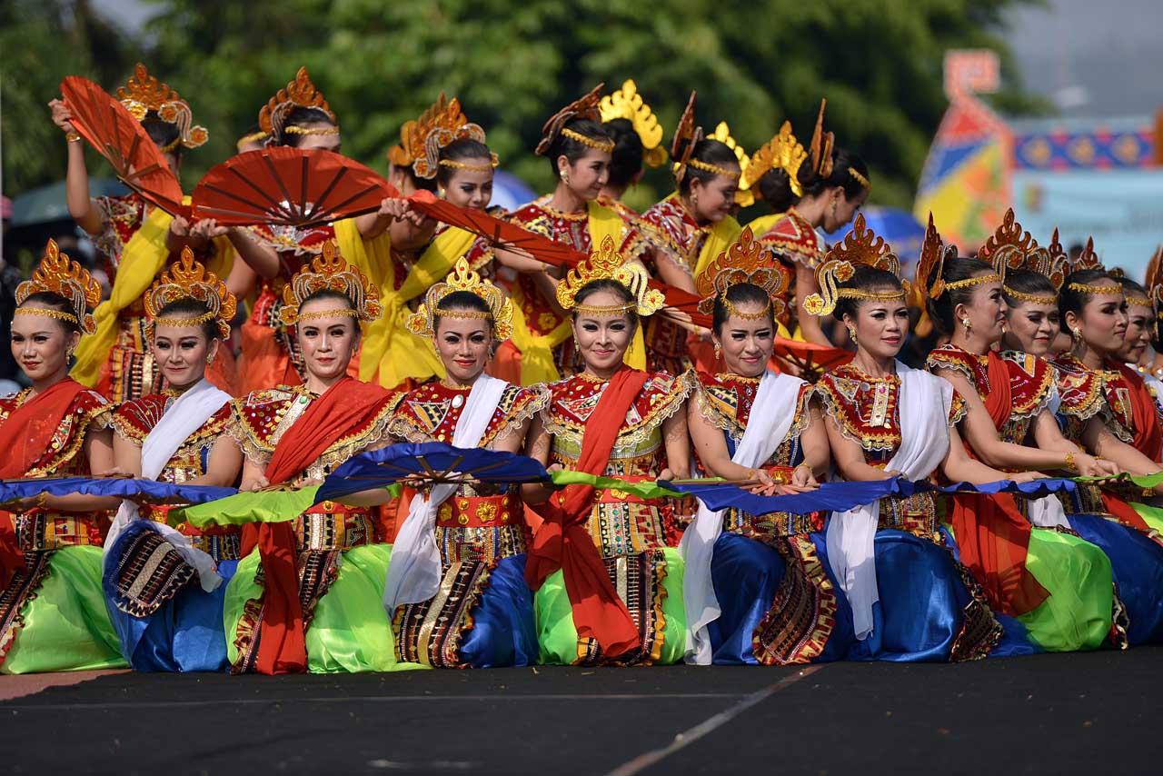 Tarian Pembuka - Pawai Budaya Festival Krakatau 2015 - 1