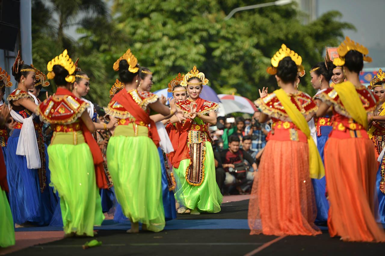 Tarian Pembuka - Pawai Budaya Festival Krakatau 2015 - 3