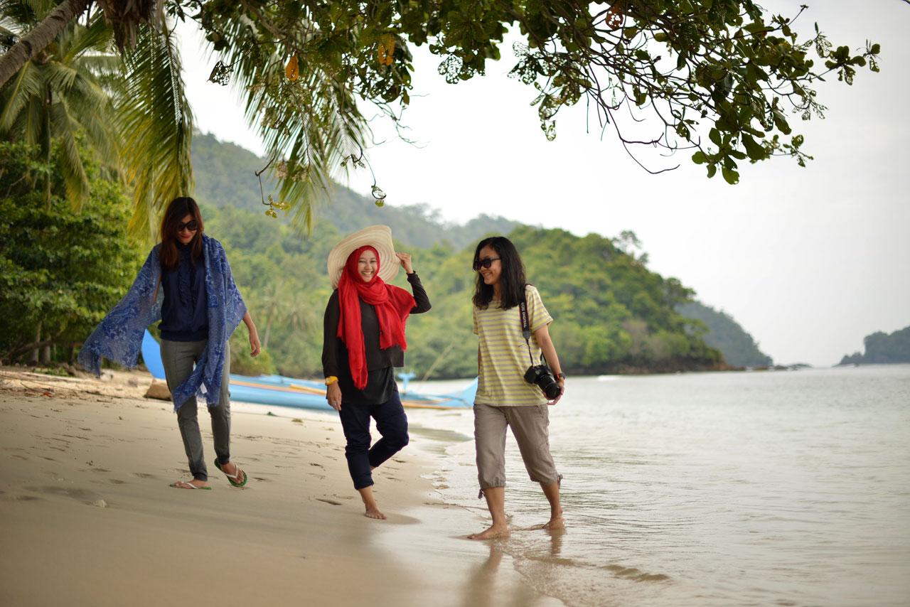 Teluk Kiluan - Tempat Wisata di Lampung - Yopie Pangkey - 7