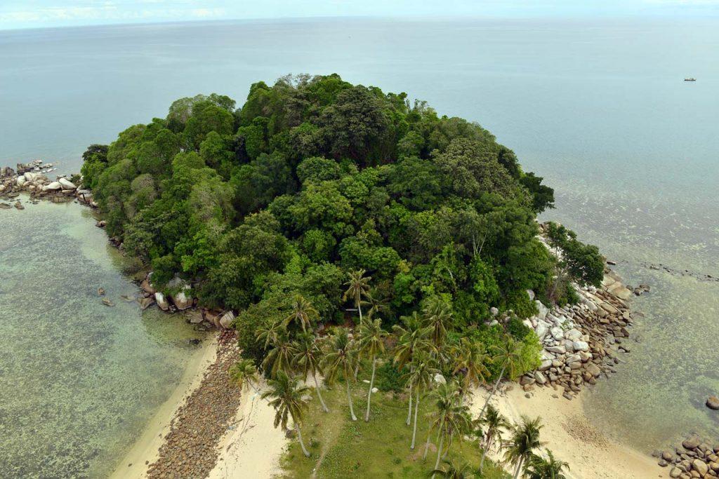 wisata belitung - pulau lengkuas - yopie pangkey - 21