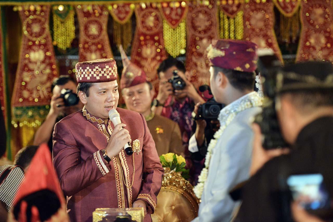Gubernur Lampung kenakan pakaian bermotif Lampung - Yopie Pangkey