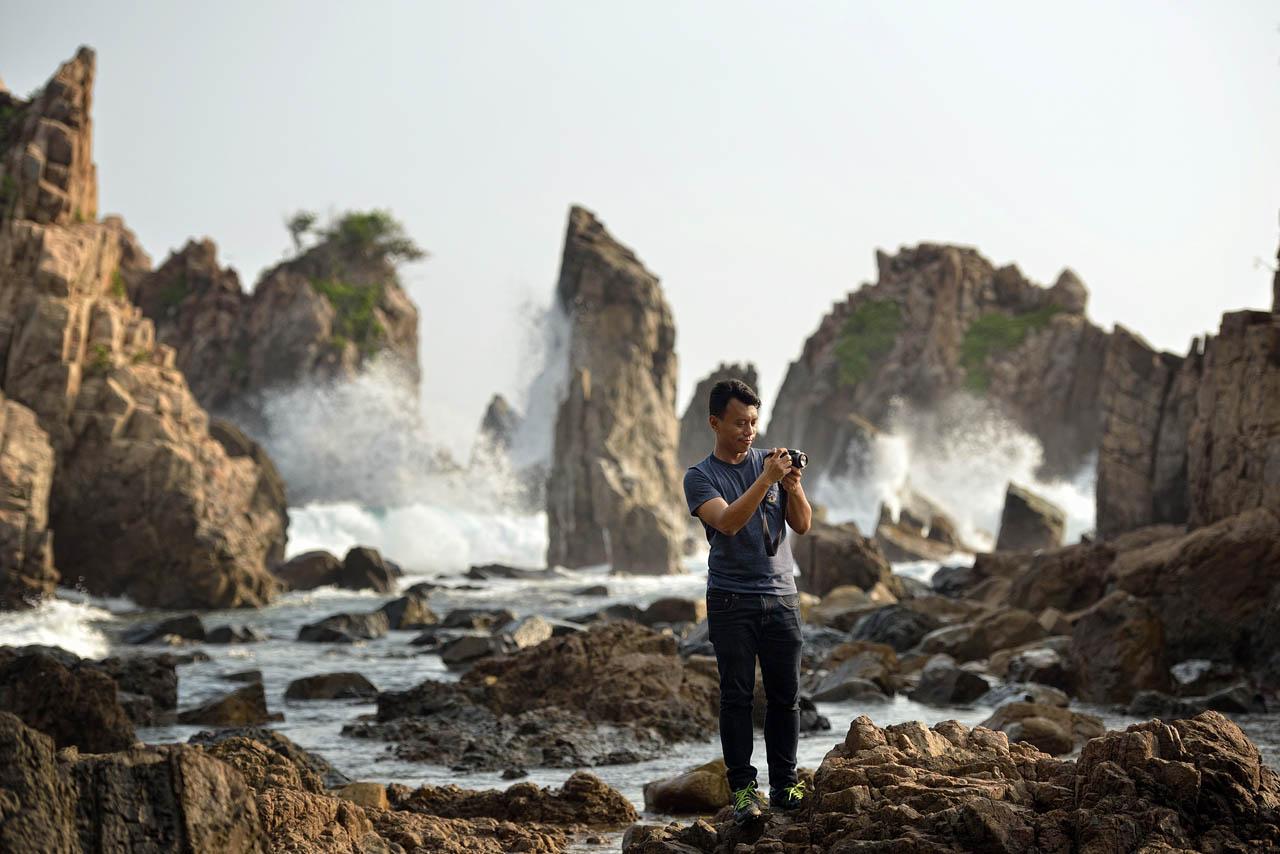 Yopie Pangkey - Memotret di sekitar Gigi Hiu di Pantai Pegadungan - 3