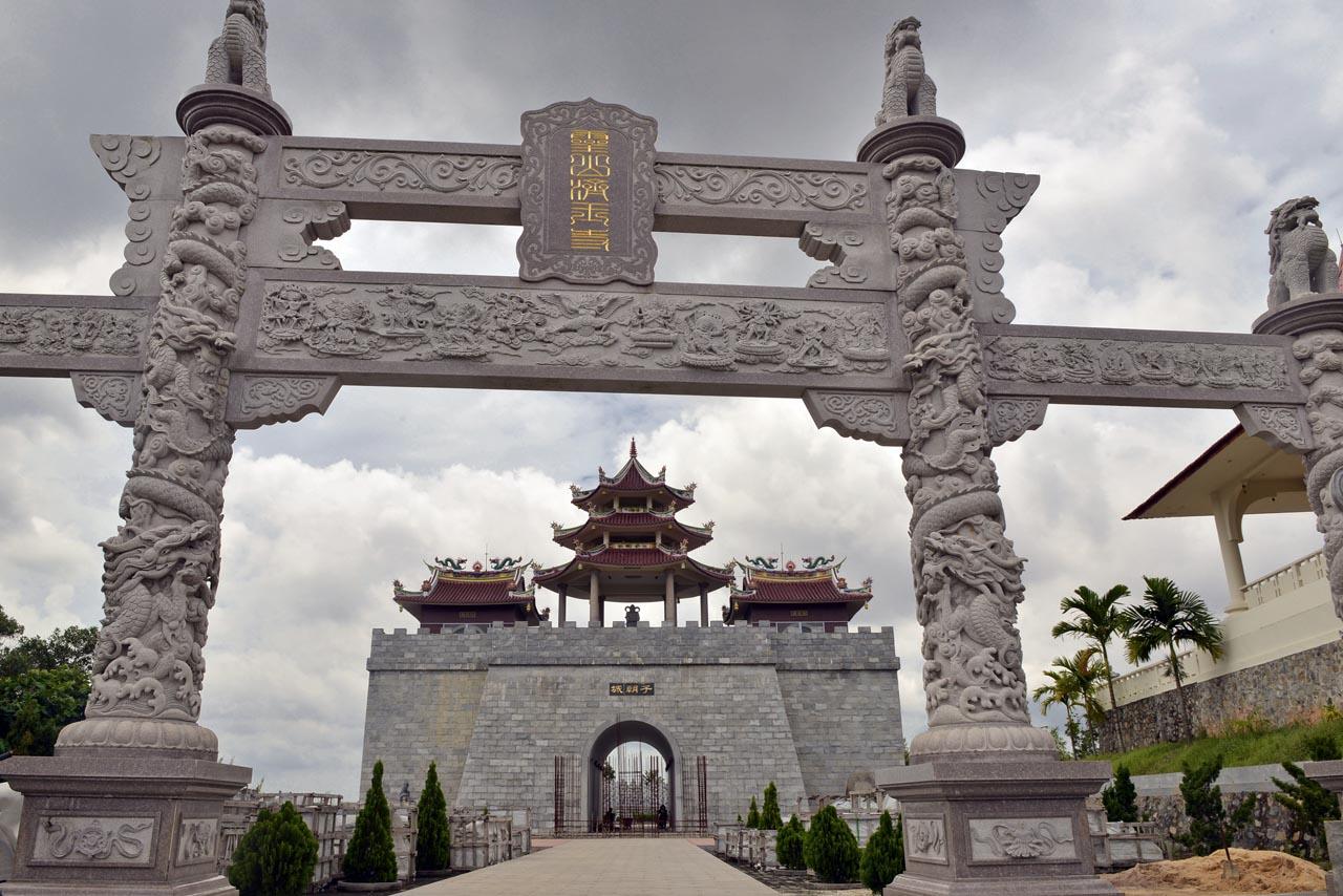 Gerbang Vihara Ksitigarbha Bodhisattva, Vihara 1000 patung - Yopie Pangkey - 4