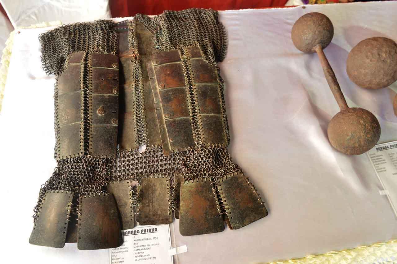 Baju Besi Radin Inten II dan peluru merian - Yopie Pangkey