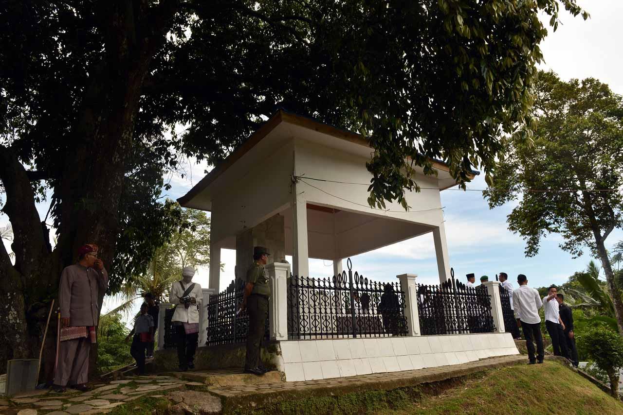Makam Radin Inten II - Yopie Pangkey
