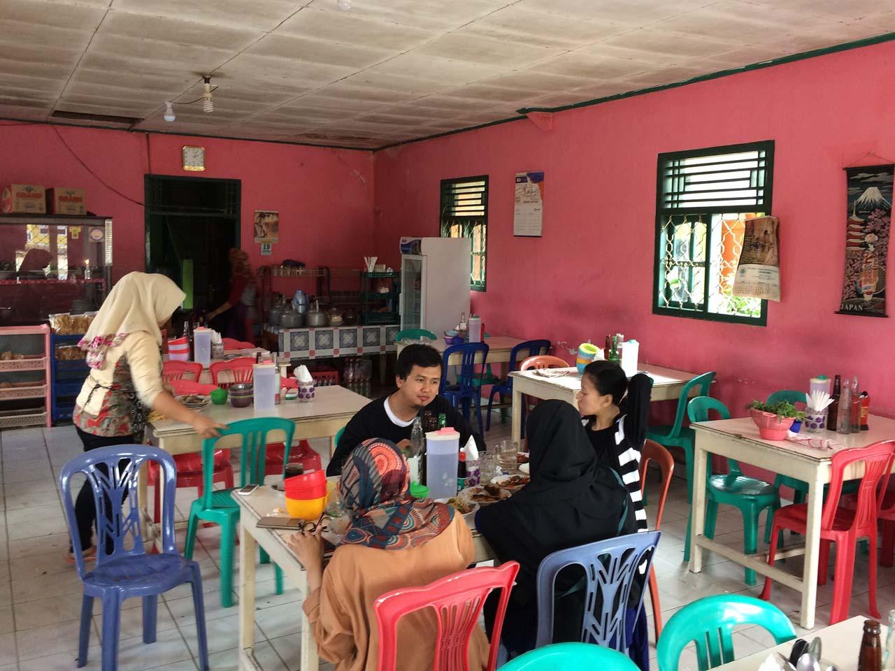 Rumah Makan bu Satiyem di Gisting - yopie pangkey