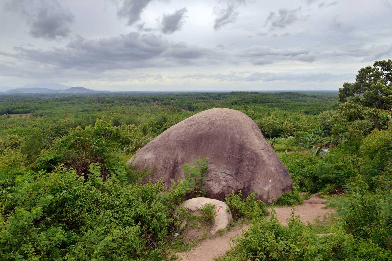 Wisata Gunung Batu Sri Katon - Yopie Pangkey - 1