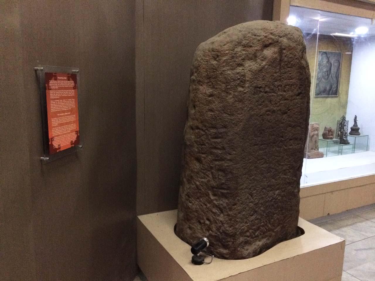 Prasasti Batu Bedil - Koleksi Museum Lampung - Yopie Pangkey