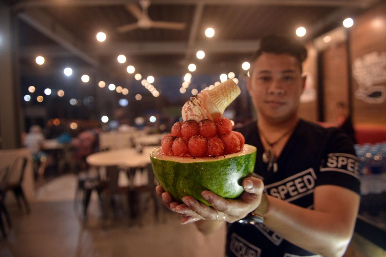 Red Watermelon Bingsoo - Aroma Seafood Market Lampung - Yopie Pangkey