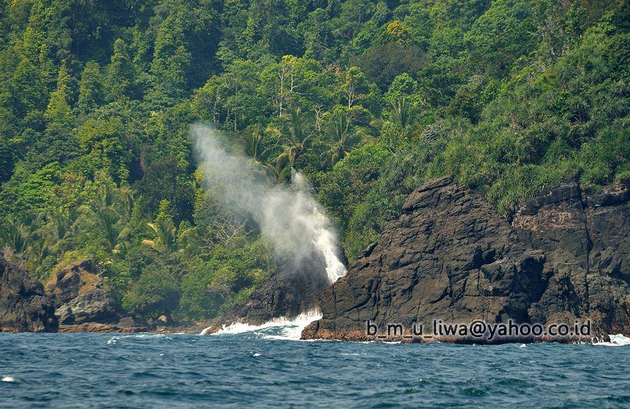 Batu Serbu Teluk Paku - - Budhi Marta Utama