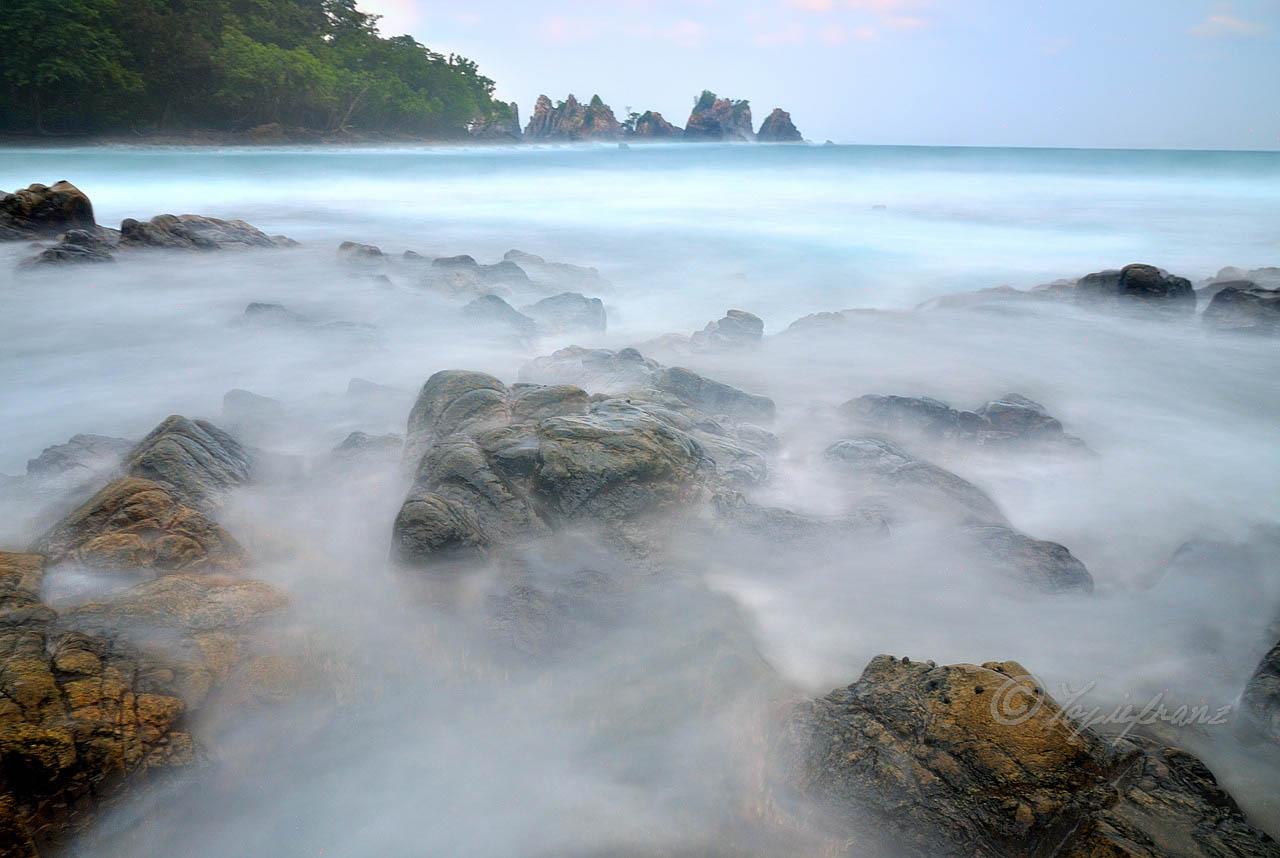 Pantai Pegadungan - yopie pangkey