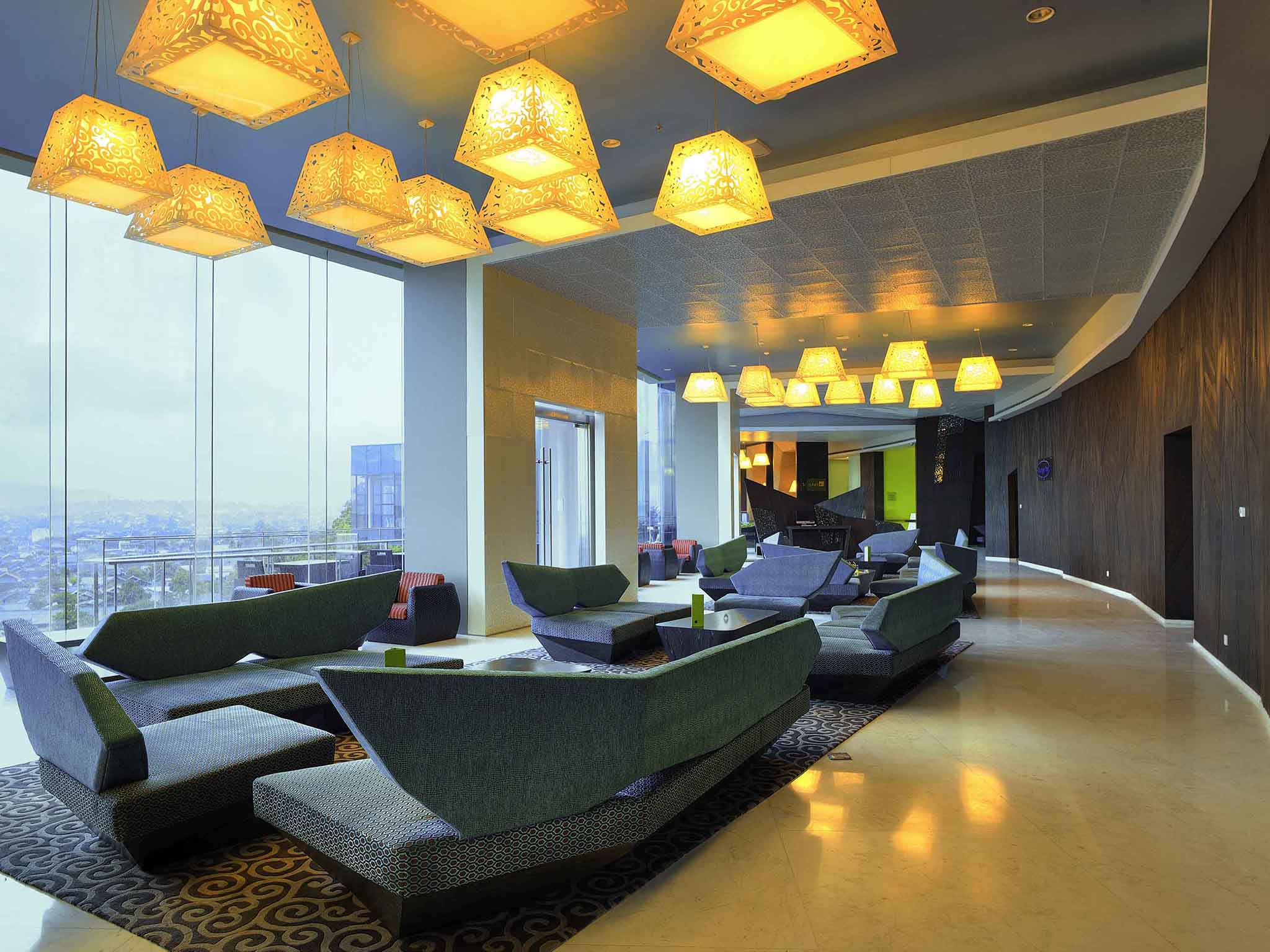 Lounge Bar & Ocean Light - Novotel Lampung