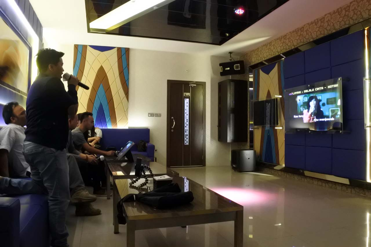 Selebriti Entertainment Center - tempat karaoke di bandar lampung - yopie pangkey