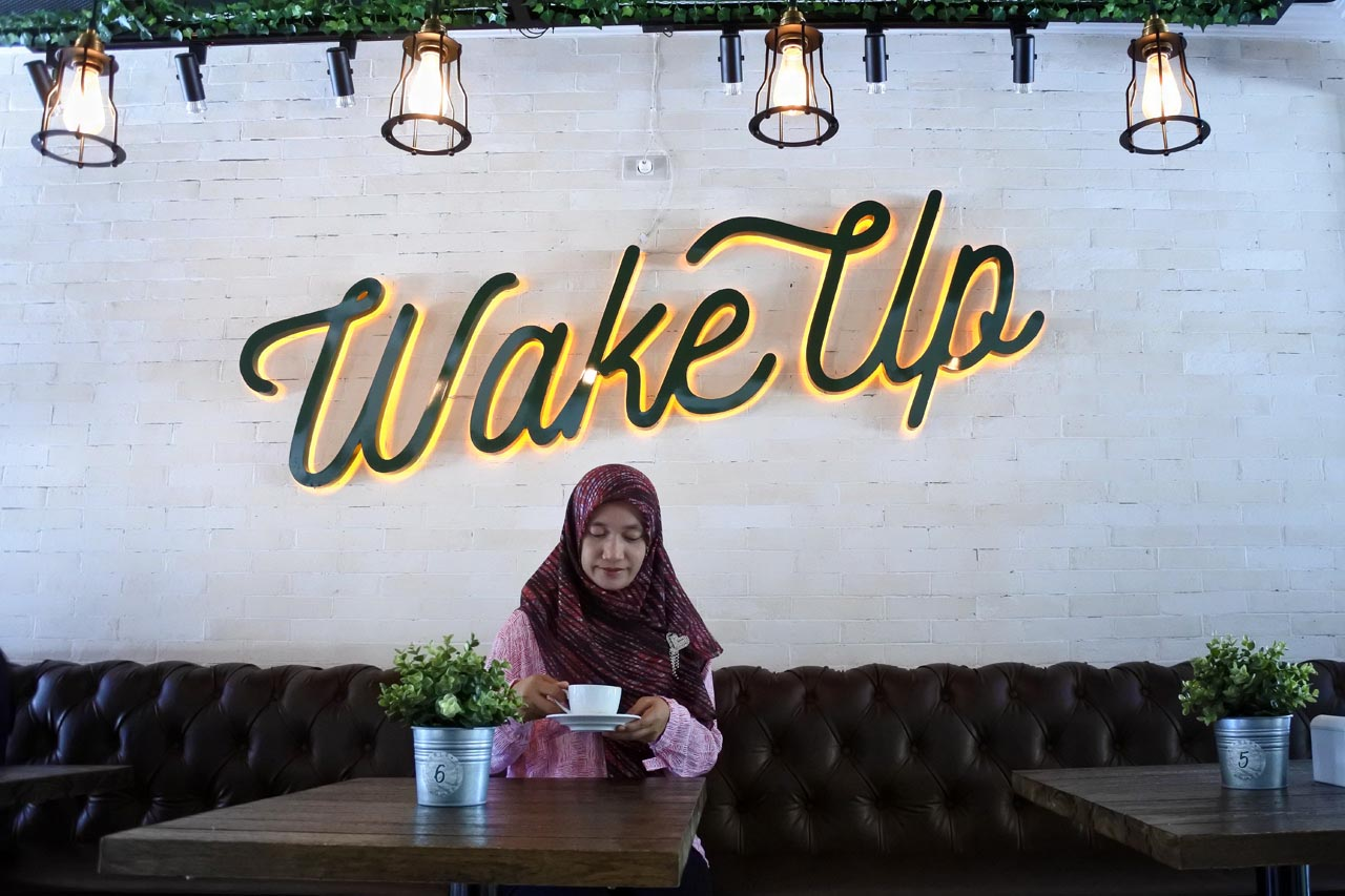 Wake Up cafe & Carwash - Kamera mirrorless Nikon 1 J5 - Yopie Pangkey