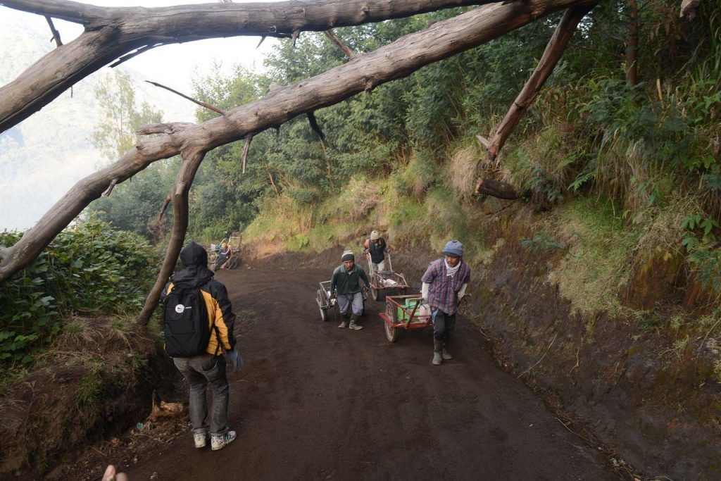 Jalur Pendakian Kawah Ijen - Banyuwangi - Yopie Pangkey - 4