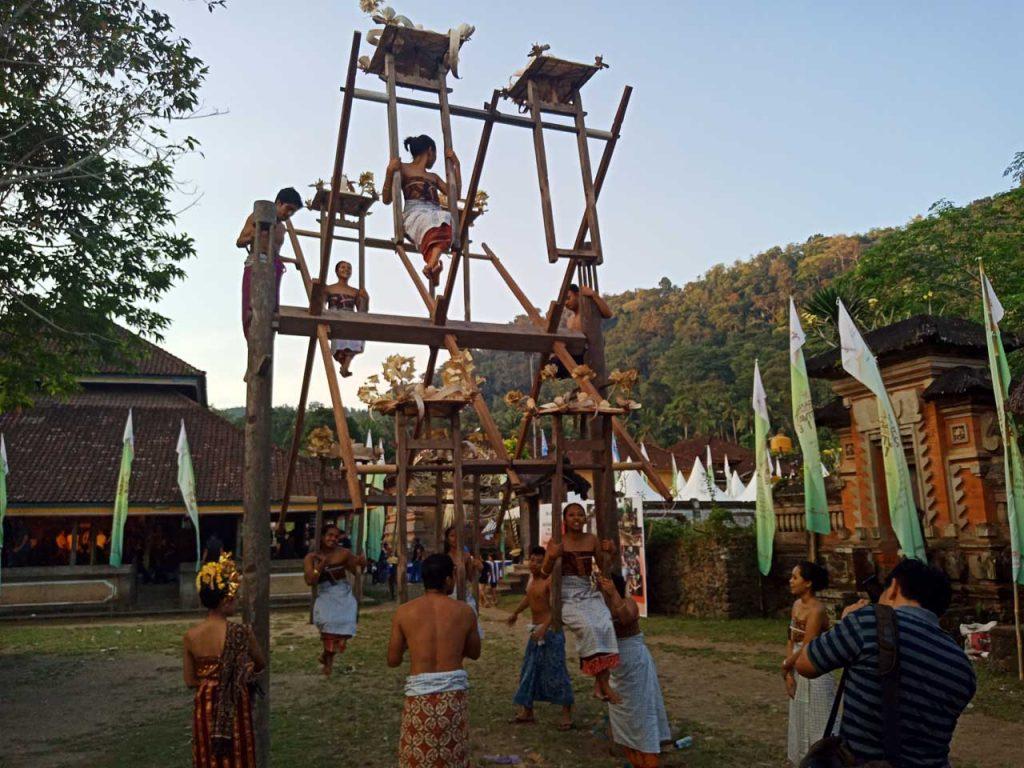 Ngayun Damar di desa tenganan pegringsingan karangasem - bali aga village - yopie pangkey - 14