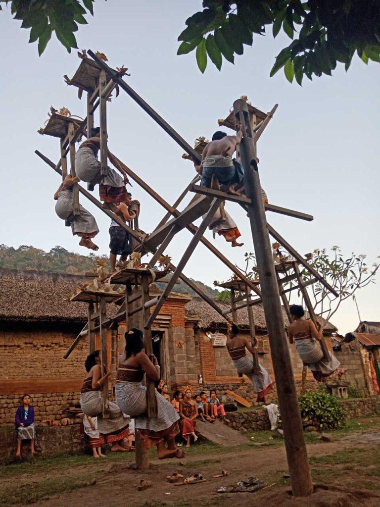 ayunan tradisional di desa tenganan pegringsingan karangasem - bali aga village - yopie pangkey - 15
