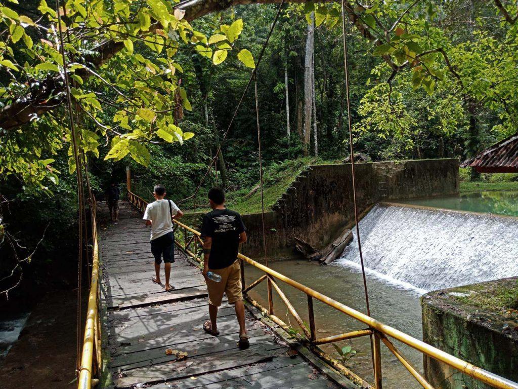 Membayangkan sejarah Air Terjun Moramo - Yopie Pangkey - 14