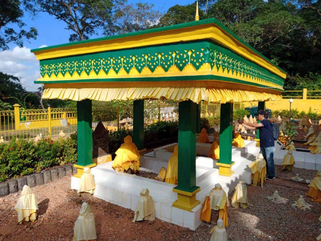 Makam Raja Ali Haji - Wisata Pulau Penyengat - Yopie Pangkey - 8