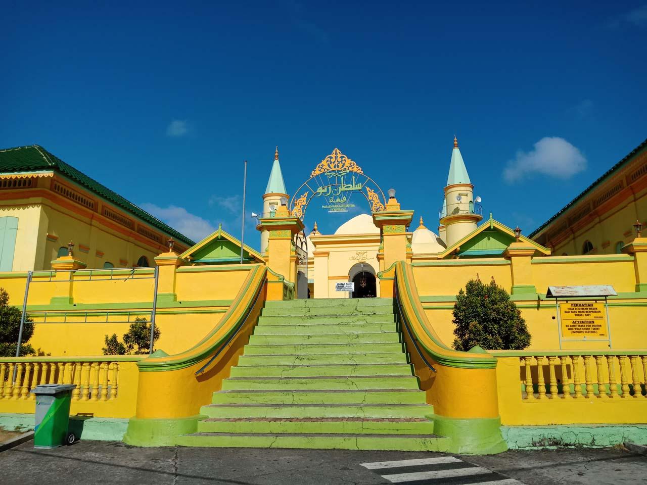 Masjid Raya Sultan Riau - Wisata Pulau Penyengat - Yopie Pangkey - 10