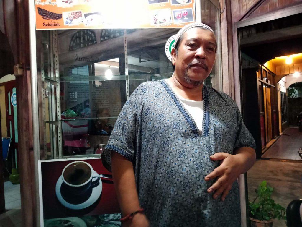 Teja Alhabd pemilik Kopi Sekanak Waroeng Melayu Tanjungpinang- Yopie Pangkey - 1