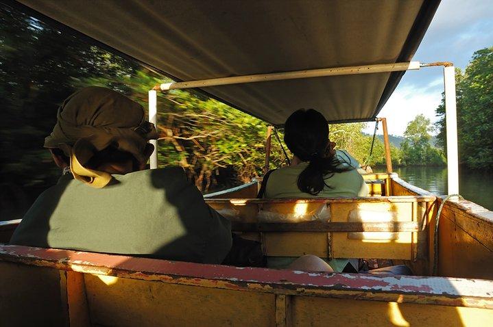 Berburu foto burung belibis di muara Bawang saat mengikuti Jurnalist Trip pulau Balak.