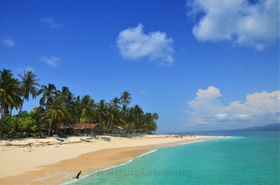 Pulau Pisang - salah satu tempat wisata di Lampung yang cantik - Yopie Pangkey
