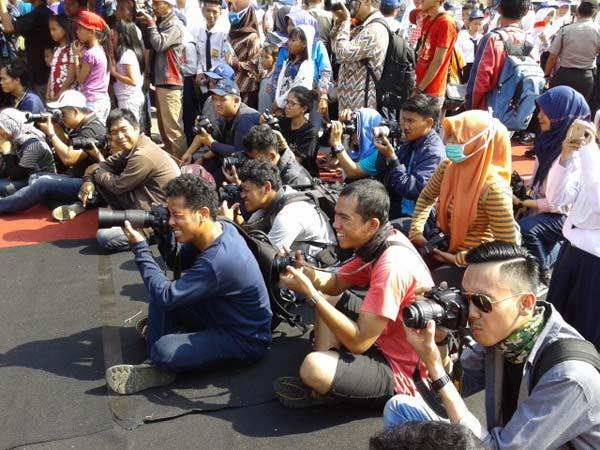 Fotografer dan blogger berbaur di acara Festival Krakatau 2015.