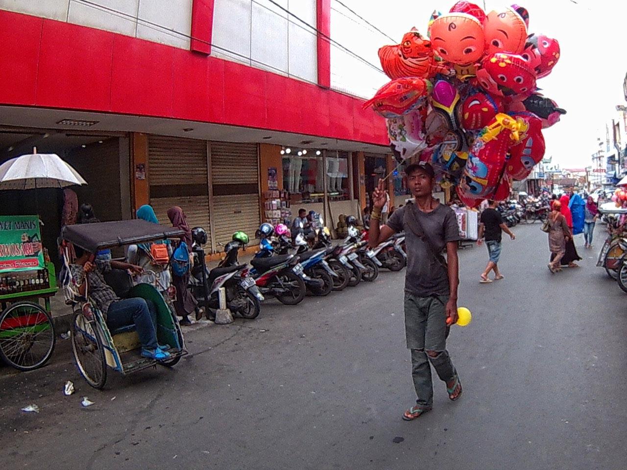 Penjual balon di Sekitar Simpur Center jalan Letjend Suprapto - kota Bandar Lampung