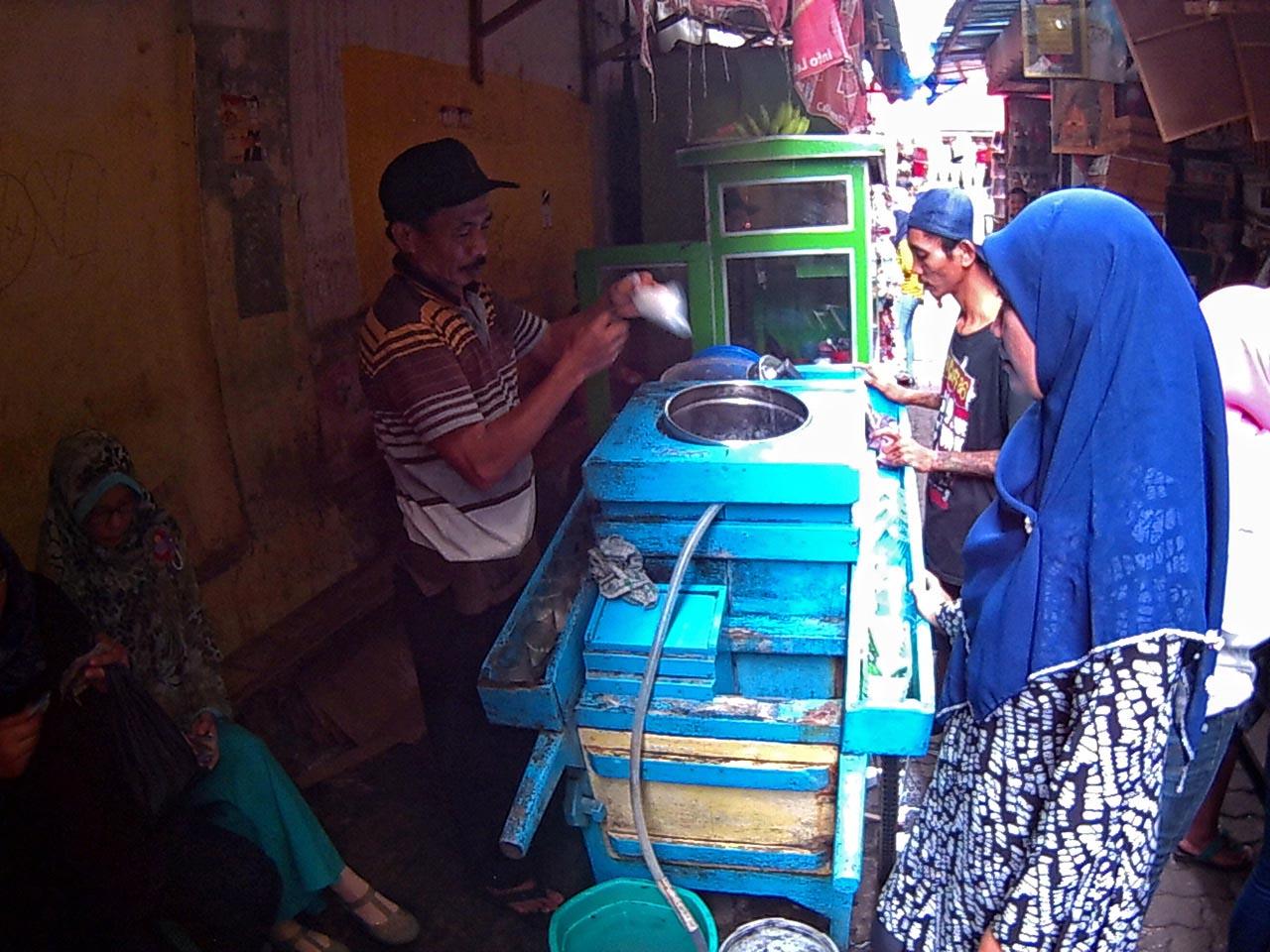 pak Iwan penjual es kacang lorong King - kota Bandar Lampung