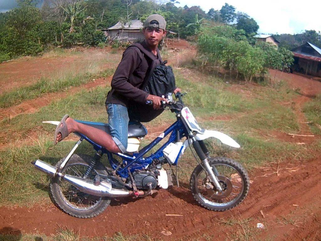 ojek trail Juku Batu menuju air terjun - Yopie Pangkey - 2