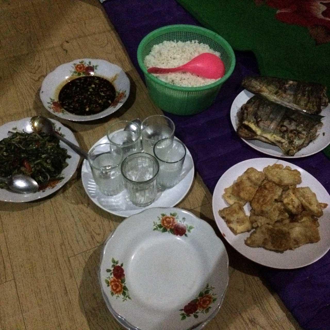 menu makan di penginapan teluk kiluan - yopie pangkey