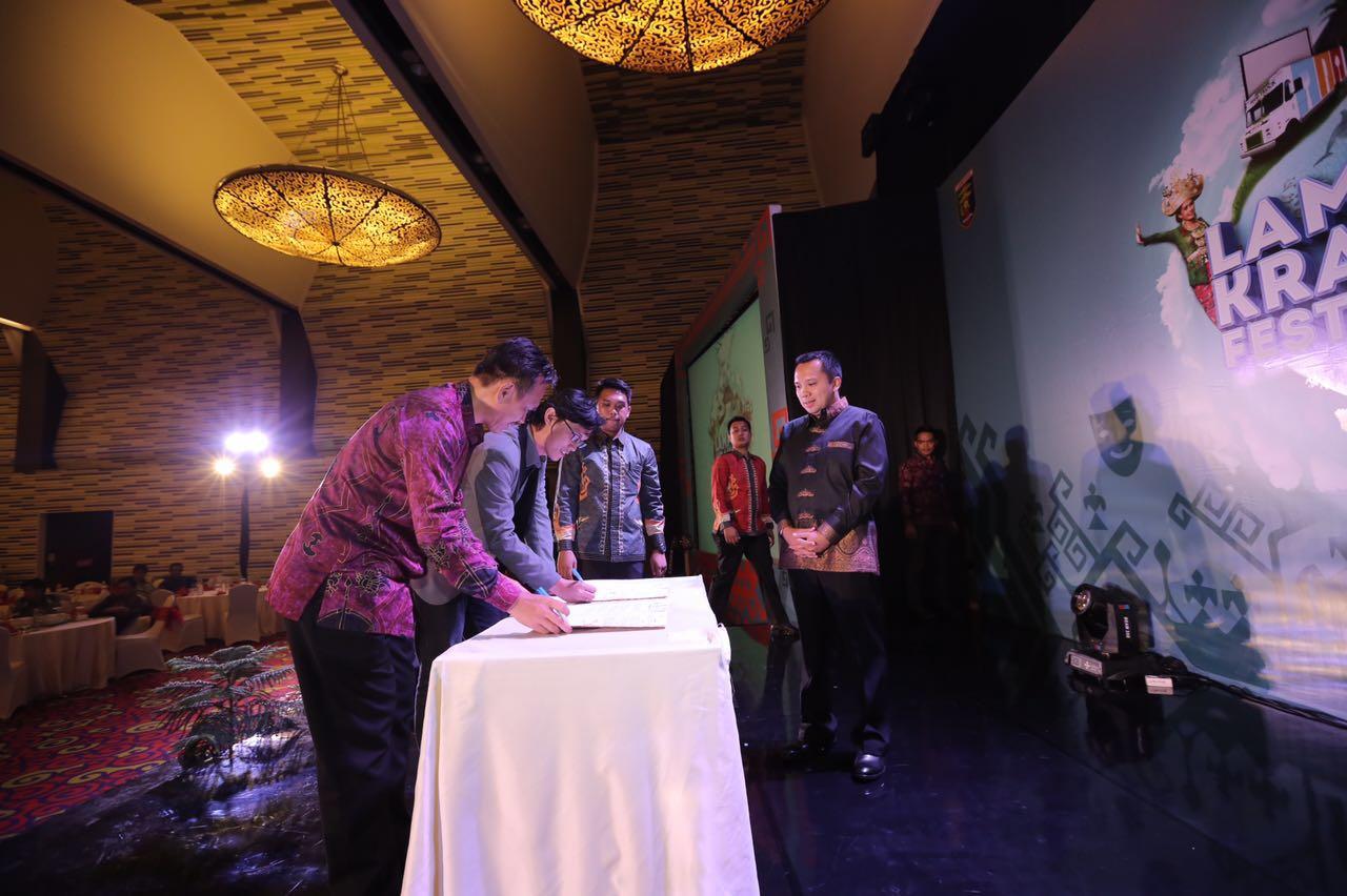Teken kontrak Pemprov Lampung dan Traveloka, (lampungprov.go.id)