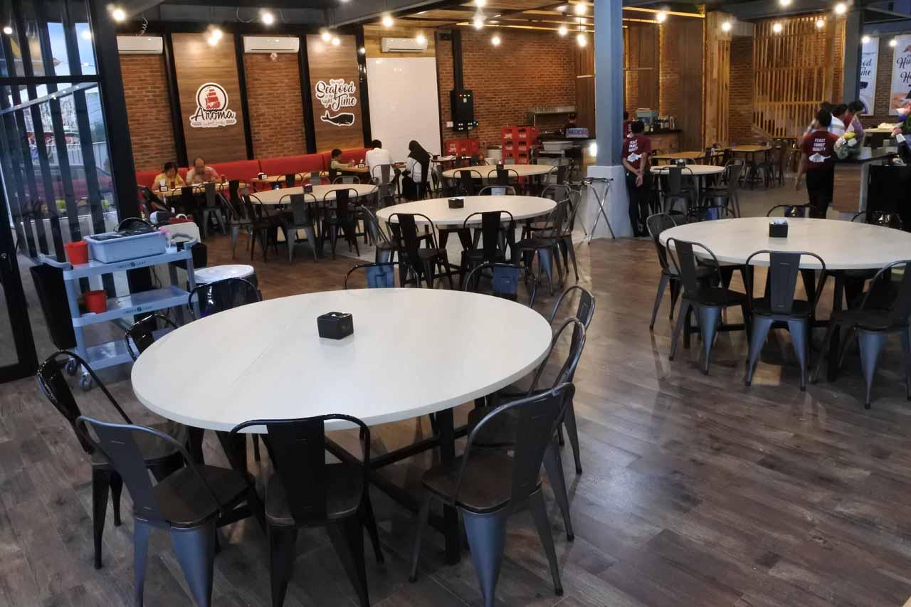 Ruang lantai 1 - Aroma Seafood Market Lampung - Yopie Pangkey