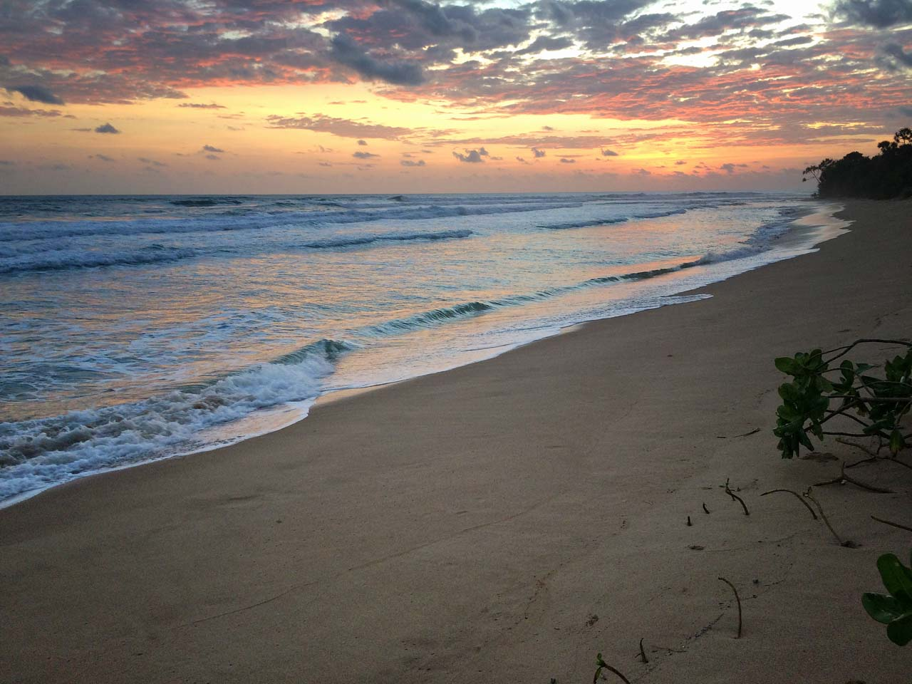 pantai di pesisir barat