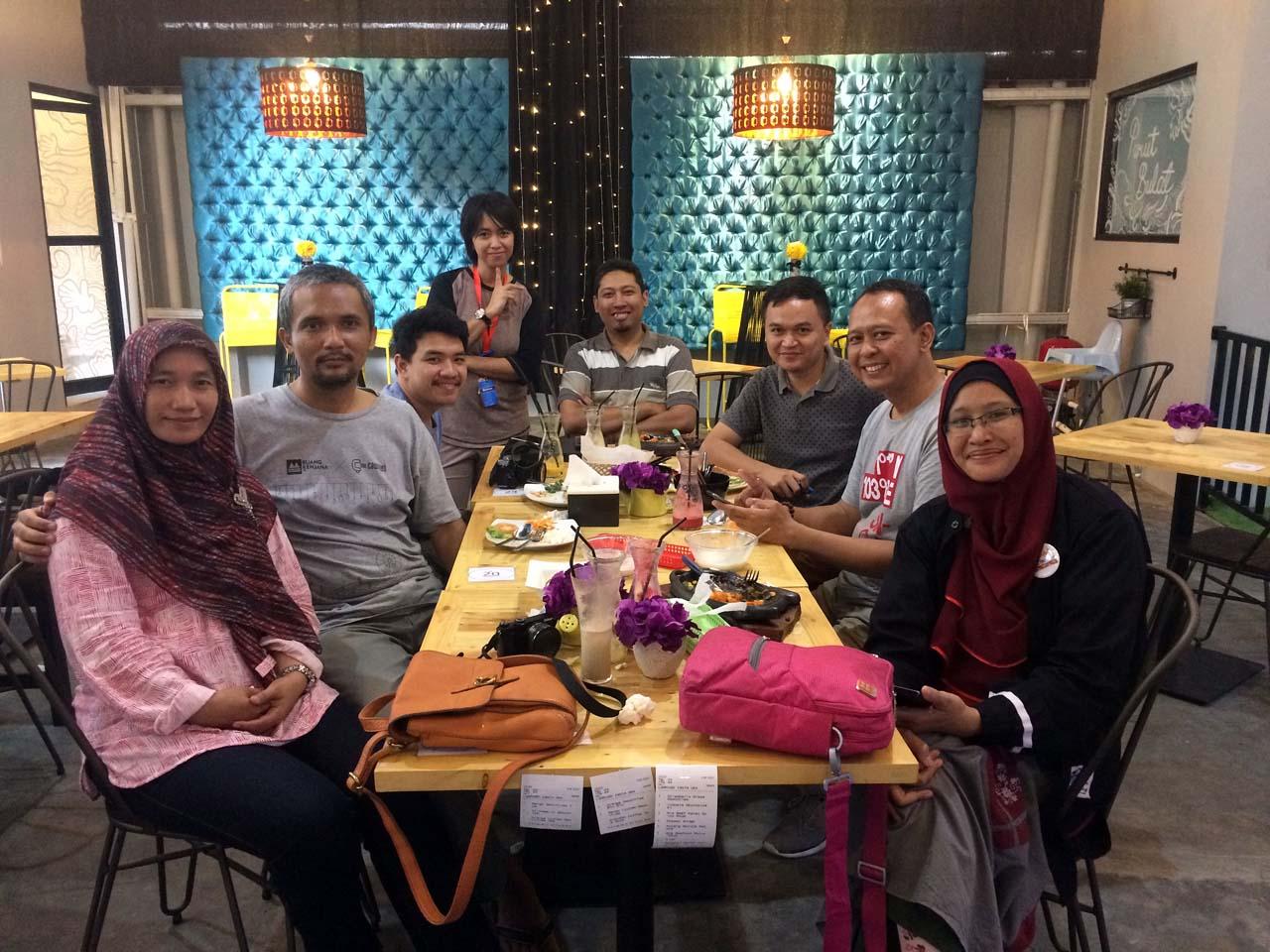 3 - iphone 52 - Perut Bulat Cafe & Resto - Yopie Pangkey