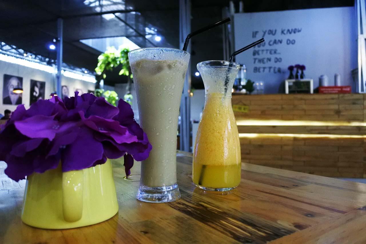 6 - iphone 52 - Perut Bulat Cafe Resto - Yopie Pangkey