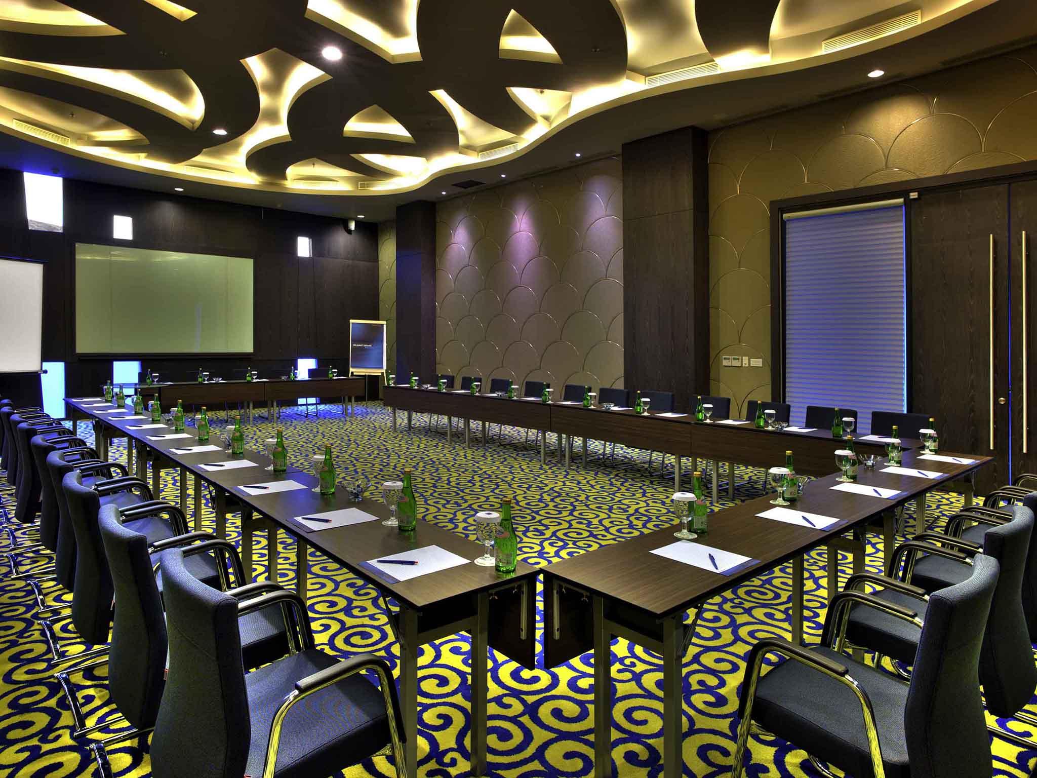ruang meeting Novotel Lampung
