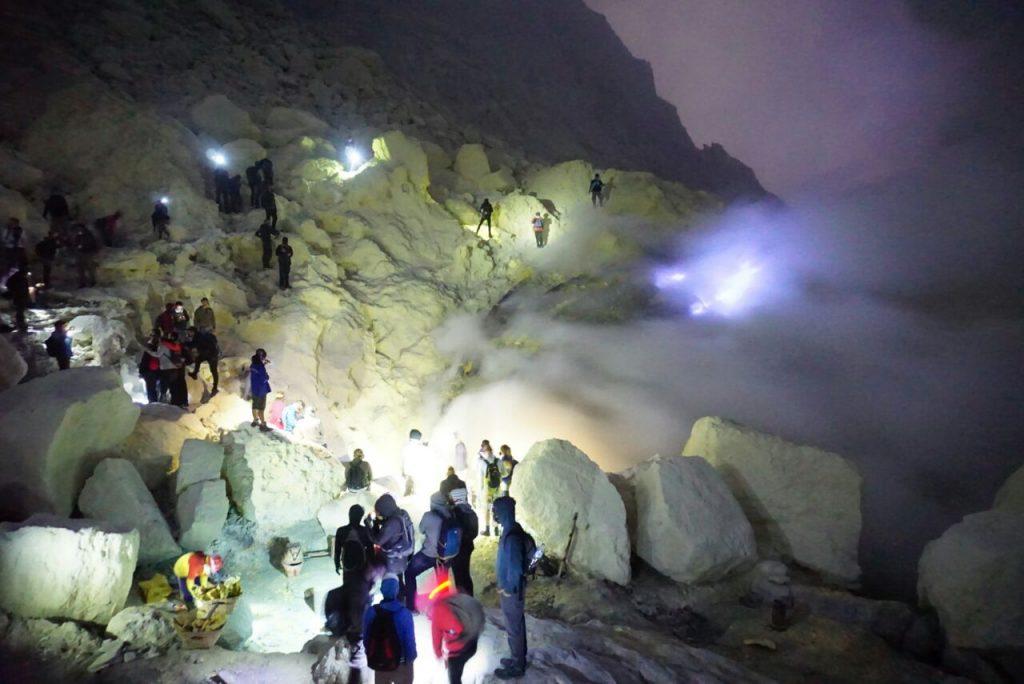 Blue Fire - Api Biru - wisata kawah ijen banyuwangi - Robby Sunata