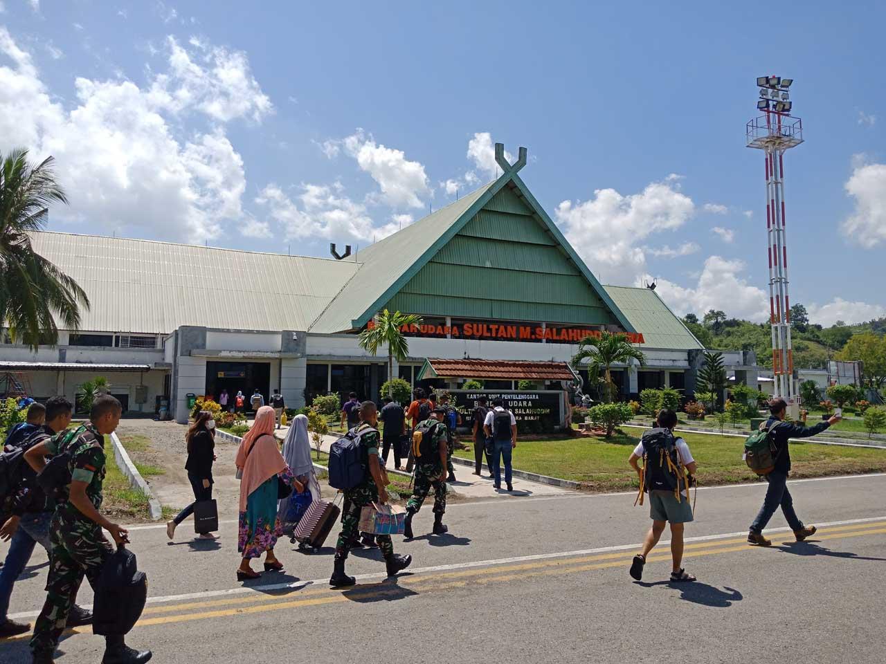 Bandara Sultan Muhammad Salahudin - Yopie Pangkey