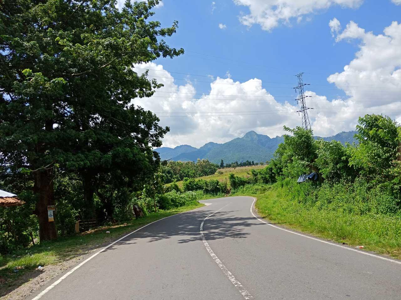 Jalan di Sumbawa - Yopie Pangkey