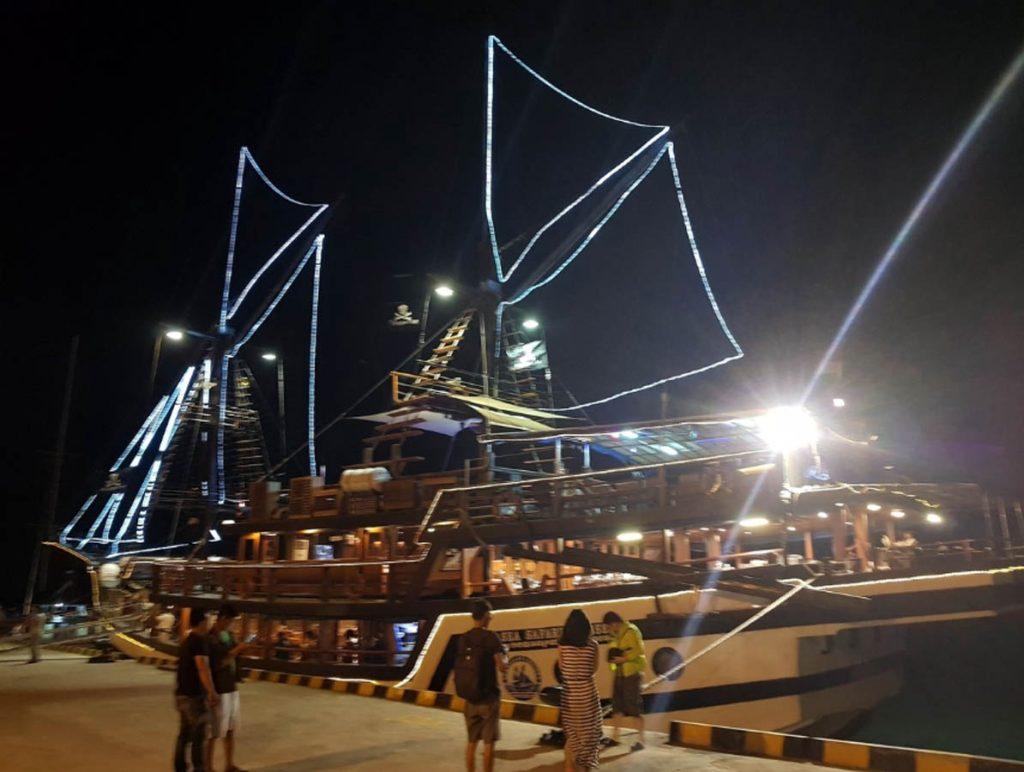 tempat wisata anak di Bali - Pirate Dinner Cruise