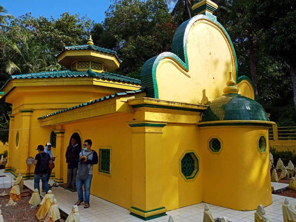 Makam Raja Hamidah Engku Putri - Wisata Pulau Penyengat - Yopie Pangkey - 9